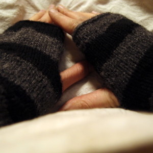 Easy knitted arm-warmers