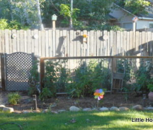 Easy DIY Project- Recycled Garden Fence & Decor